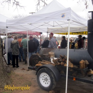 bbqlovers-camp-smoker-wood-crowd